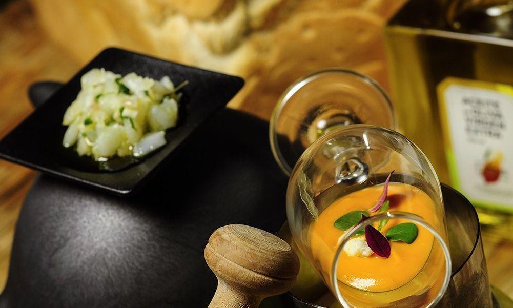 Salmorejo de nísperos con cebiche y Aceite de Olivar Virgen Extra Selección