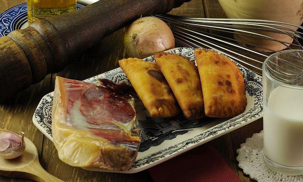 Empanadillas de jamón serrano elaboradas con el mejor virgen extra