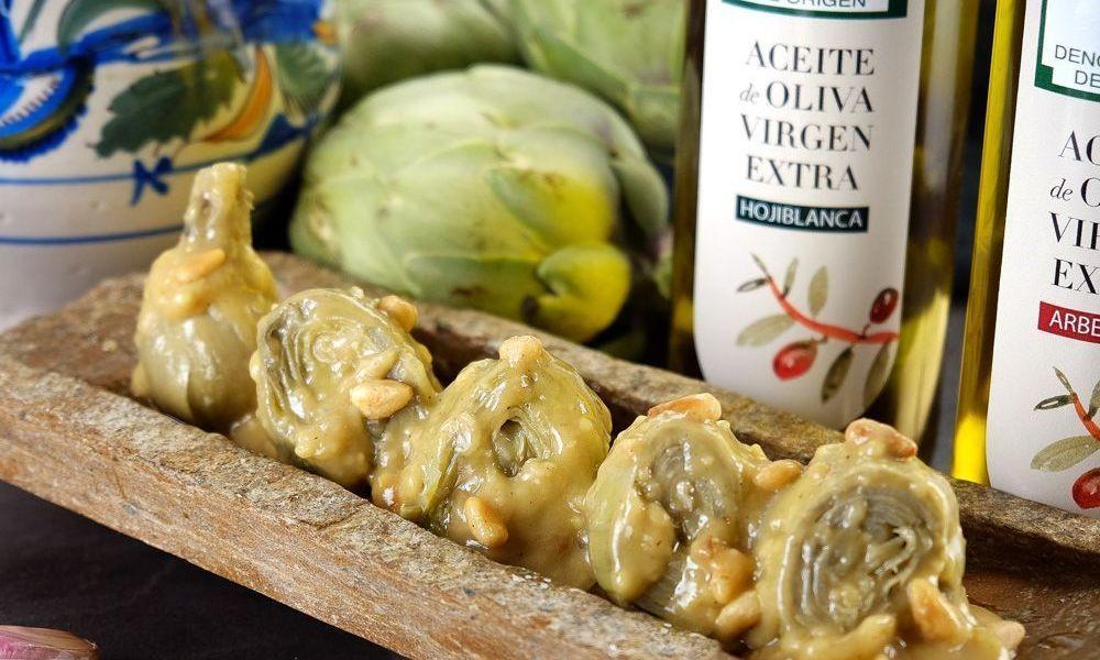 Alcachofas con piñones y aceite de oliva virgen extra