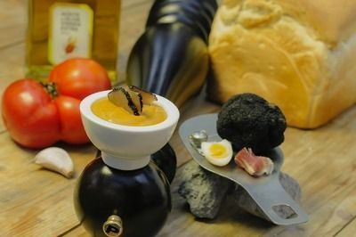 salmorejo de trufa y setas y aceite de oliva virgen extra