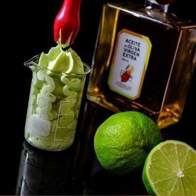 Espuma de aceite de oliva virgen extra, manzana, lima y albahaca