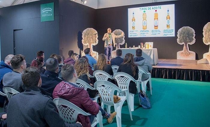 El mejor aceite de la provincia de Sevilla protagoniza la IV edición de la Feria del pan, aceite y aceituna de mesa