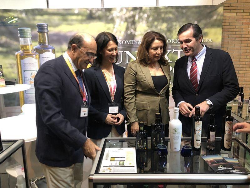 Visita de la consejera de agricultura a la Denominación de Origen Estepa en Andalucía Sabor 2019