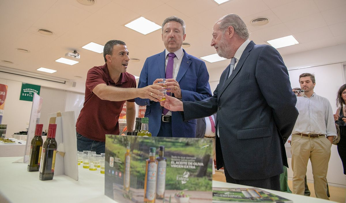 "The D.O.Estepa stars in a ""blind tasting"" in the presentation of the coupon of ""Sabores de la Provincia de Sevilla"""