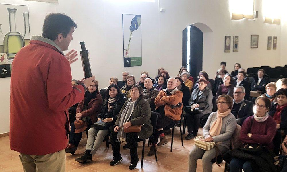 El aula de mayores de la UPO aprende con la D.O.Estepa